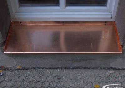 Fensterblech aus Kupfer mit gerollter Vorderkante