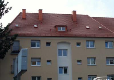 Dachfläche mit Erker, Kaminen und Dachfenstern