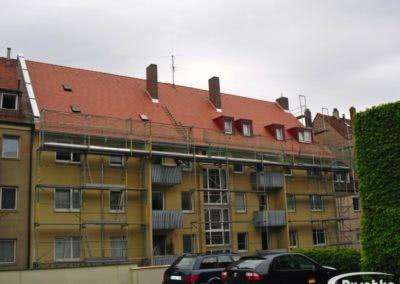 Mit Biberschwanzziegel fertig eingedeckte Dachfläche