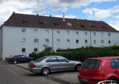 Dach eines Wohnblocks vor der Dachsanierung